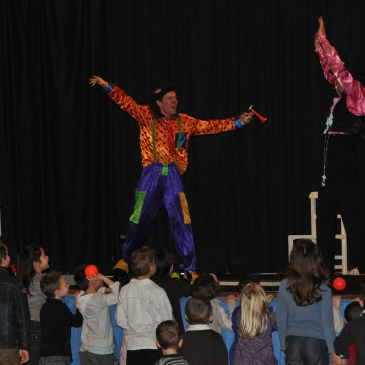 Cirque indigo. Spectacle de cirque complet